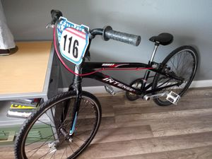 Expert INTENSE BMX RACE BIKE ALL CUSTOM. WITH GT 3 PIECE CRANKS for Sale in Scottsdale, AZ