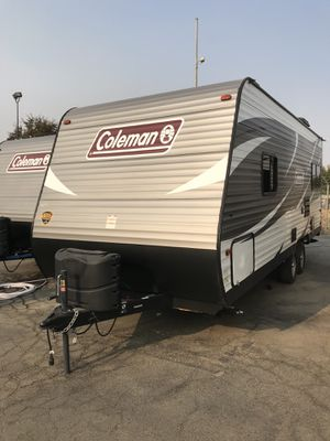 2018 Coleman travel trailer 21 ft. Super clean only used twice. Beautiful trailer. for Sale in Fresno, CA