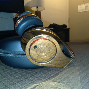 "CRYSTAL ROCKED "" COLLECTORS SERIES"" BEATS 24CT GOLD PLATED STUDIO HEADPHONES for Sale in Queens, NY"