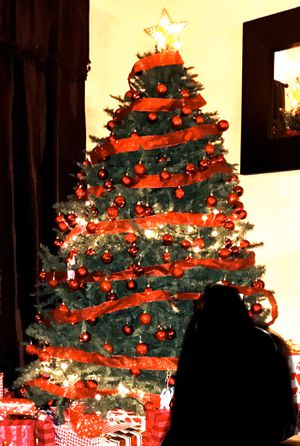 7.5 tree, will include Christmas lights to decorate tree for Sale in Tolleson, AZ