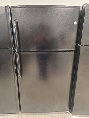 Ge top freezer refrigerator used good condition with 90 days warranty for Sale in Frederick, MD