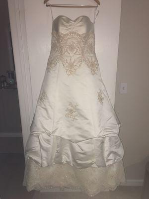 Oleg Cassini Wedding Dress - size 12 for Sale in Benicia, CA
