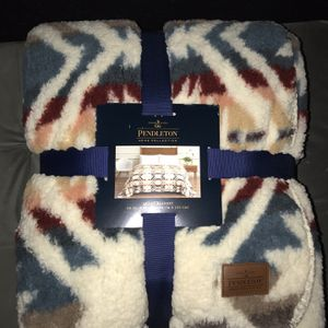 Pendleton Queen Sherpa Blanket for Sale in Santa Ana, CA