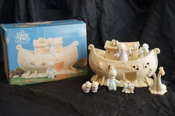 Precious Moments Noah's Ark with additional animals night light