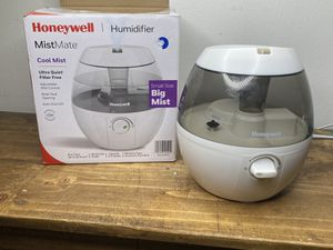 Honeywell Mist Mate Cool Mist Humidifier White, HUL520W for Sale in Orlando, FL