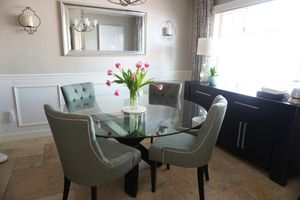 Dining room table and chairs for Sale in Miami, FL