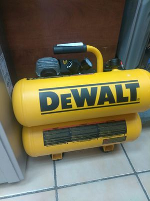 DEWALT Air Compressor 4gallons for Sale in Miami, FL