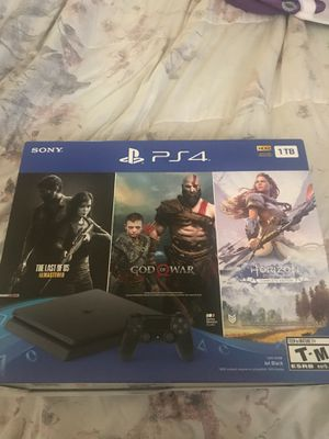 Brand new ps4 bundle with 3 games for Sale in Claremont, CA