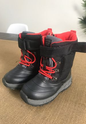 Kids snow boots size 9 for Sale in Chino Hills, CA