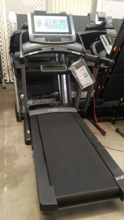 Nordictrack Commercial 2950 Treadmill for Sale in Fontana, CA