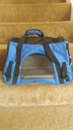 Royal Blue Cat/Small Dog Travel Carrier for Sale in Fairfax, VA