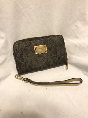 Michael Kors Wristlet for Sale in Columbus, OH