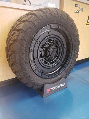 """20"""" Jeep Wheel Tire Combo for Sale in Everett, WA"""