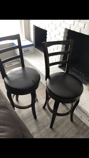 2 bar stools/chairs for Sale in Brecksville, OH