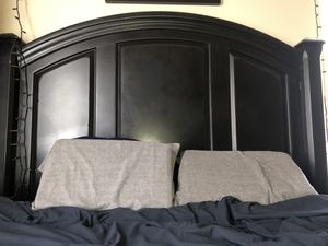 Black bed frame w/ headboard for queen bed for Sale in Lubbock, TX