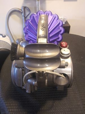 Nice dyson dc23 turbine vacuum cleaner new filter and completely cleaned has awesome suction bare floors or carpet for Sale in San Antonio, TX