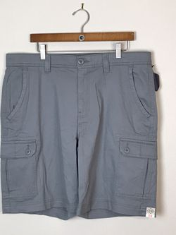 """ST JOHN'S BAY Beige CARGO SHORTS Cotton; 6 Pockets Inseam 9"""" Waist 48"""" size 48 for Sale in French Creek,  WV"""