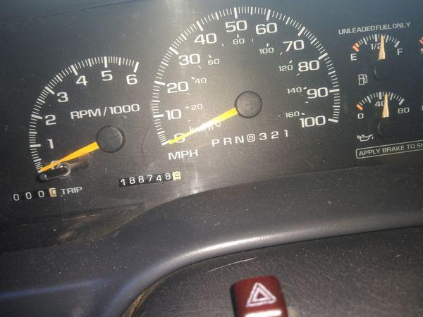 1999 Chevy Tahoe 4x4 2door clean title placas al corriente $5300estaré nuevo alternador bujías cables filtros todos