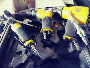 Mastergrip air tool set. Impact hammer, w impact wrench anf air ratchet for Sale in Seattle, WA