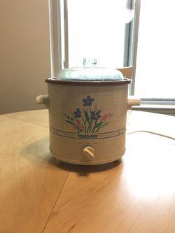 Small crockpot for Sale in Glen Burnie,  MD