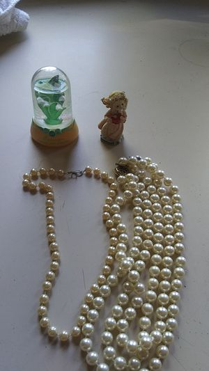 2 pearl necklaces 2 figurines for Sale in Newport, PA