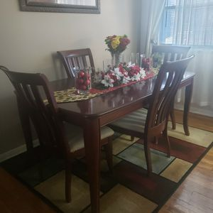 5 Piece Dining Set Rug Included for Sale in Buffalo, NY