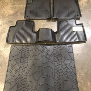2014-2018 Jeep Cherokee floor mats set, X0027ZDMJ3 for Sale in San Leandro, CA