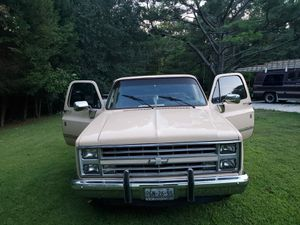 1985 Tan Chevrolet Silverado C-10 for Sale in Lawrenceville, GA