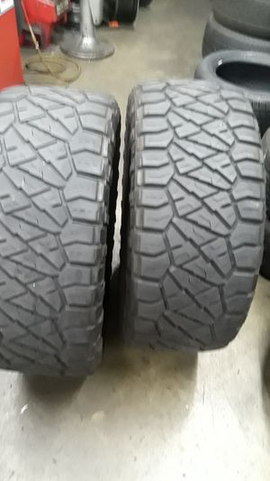 Two tires in great condition 305 55-20 needles lte's no patches for Sale in Pasadena, CA