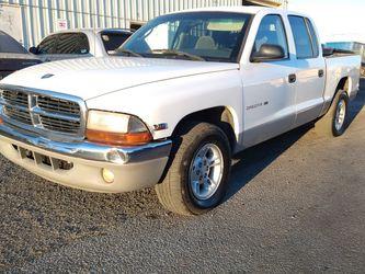 2000 DODGE DAKOTA QUAD CAB SLT* 4.7L* V8* 180000+ Miles* IT RUNS AND DRIVES GOOD* SE HABLA ESPAÑOL * for Sale in Las Vegas,  NV