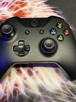 2 Xbox One Controllers for Sale in Tukwila,  WA