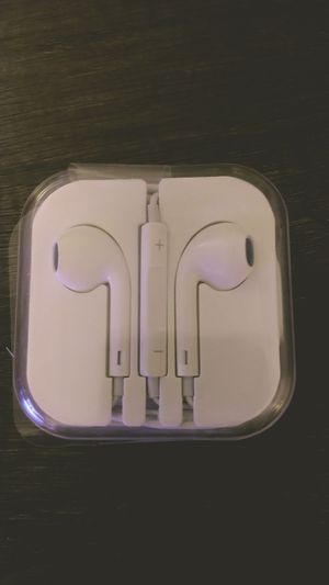 Stereo earbuds with volume control for Sale in Phoenix, AZ