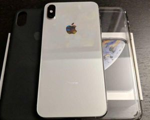 iPhone XS Max 64gb Silver - unlocked for any carrier for Sale in Providence, RI