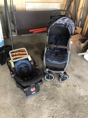 Car seat and stroller for Sale in Dearborn, MI