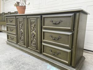 Vintage 9 Drawer Dresser for Sale in Chino Hills, CA