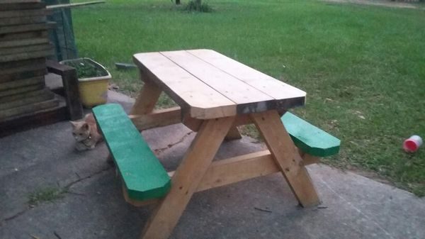 Kid picnic tables