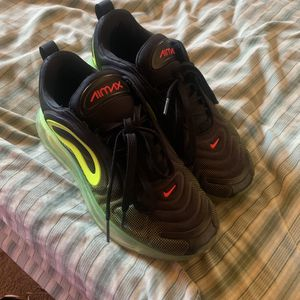 Nike Air Max 720 Size 7 for Sale in Upper Marlboro, MD