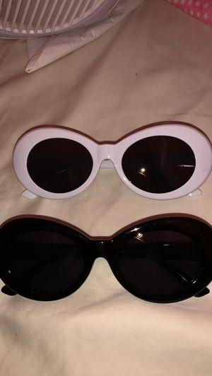 Clout goggles black and white for Sale in El Monte, CA