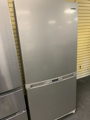 """Samsung, 33"""" Wide, Bottom Freezer, Stainless Steel Refrigerator in Excellent Condition for Sale in Windsor Mill, MD"""