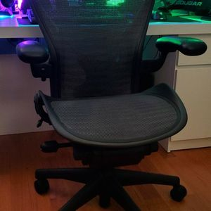 Herman Miller Aeron Calssic FULLY LOADED for Sale in Carol Stream, IL