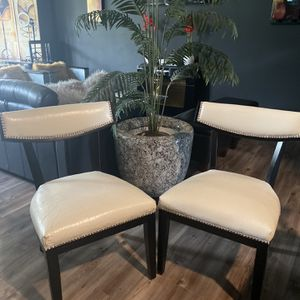 White Leather Chairs Set (2) for Sale in Upper Marlboro, MD