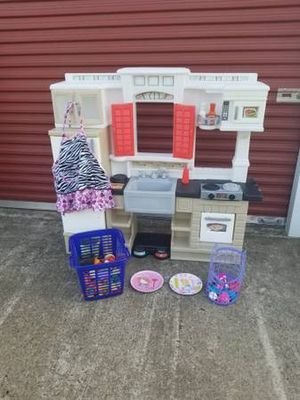 Vintage Kids Play Kitchen With Extras ( Step 2 ) for Sale in Magnolia, TX
