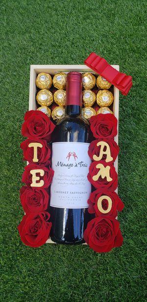 Box of Roses ... Disponible ahora Mismo!! for Sale in Miami, FL