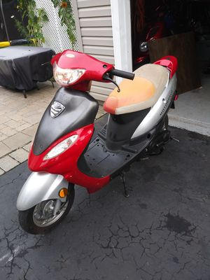 2008 scooter 49 cc for Sale in New Britain, CT