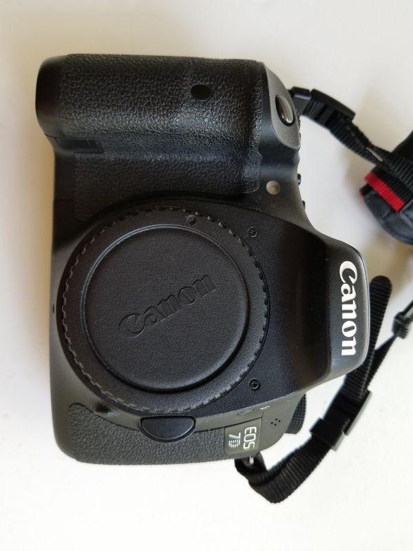 Canon EOS 7D 18MP CMOS Digital SLR Camera body. MINT