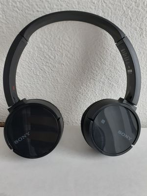 Sony MDR- ZX220BT Wireless On-Ear Bluetooth Headphones for Sale in Murphy, TX