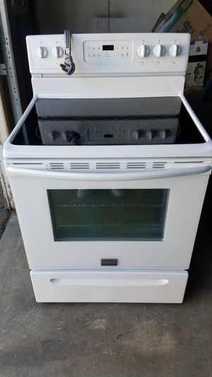Electric Stove and microwave set for Sale in Fontana, CA