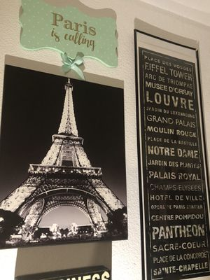 Paris Wall Decor set *Great Condition* for Sale in Las Vegas, NV