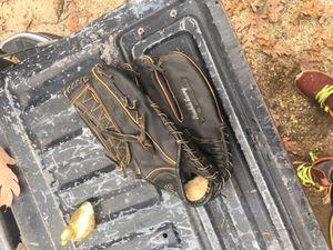 Baseball glove for Sale in Greensboro, NC