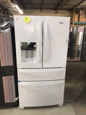 White Samsung 4 doors refrigerator for Sale in Columbus, OH